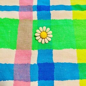 Vintage Daisy White Yellow Enamel Brooch Pin EUC